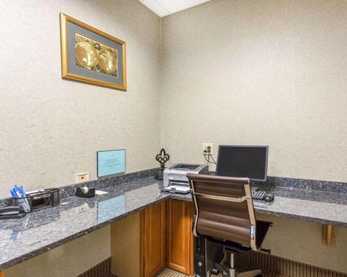 Comfort Inn & Suites - Madisonville - Business Center