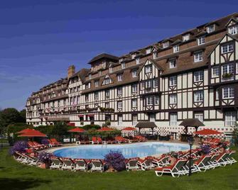 Hôtel Barrière L'hôtel Du Golf Deauville - Deauville - Building