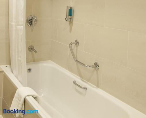 Clayton Hotel Ballsbridge - Dublin - Bathroom
