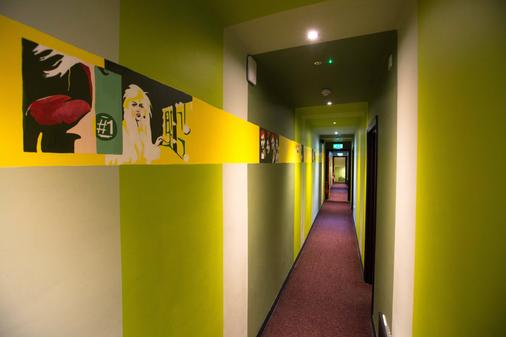 Sky Backpackers - Dublin - Hallway
