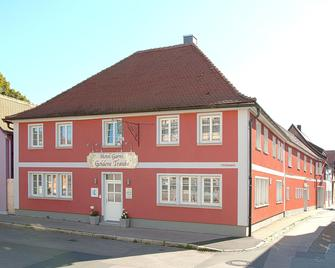 Hotel Garni Goldene Traube - Bad Windsheim - Building
