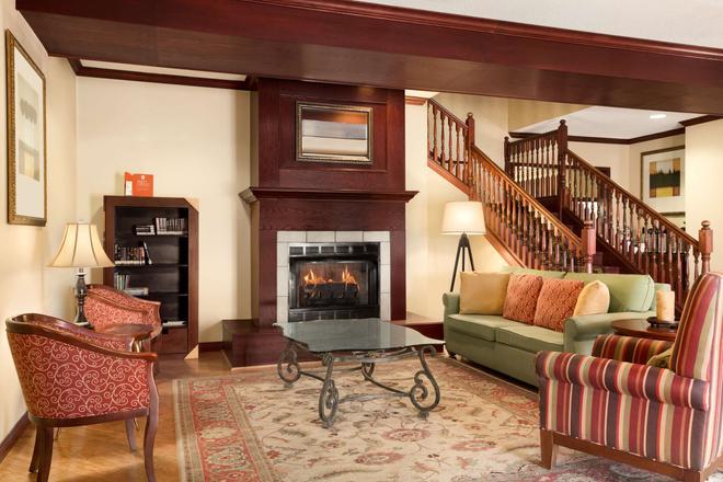 Country Inn & Suites by Radisson, Kearney, NE - Kearney - Σαλόνι