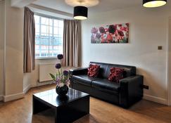 Chelsea Cloisters - London - Living room