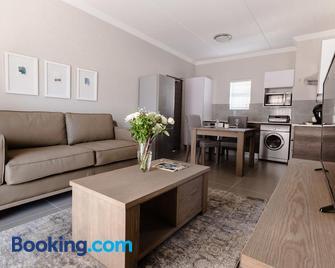Kyalami Creek Luxury Apartments - Midrand - Living room