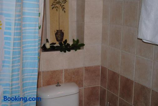 Hotel Ideal - Piraeus - Bathroom
