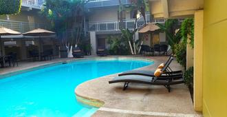 La Mesa - ติฮัวนา - สระว่ายน้ำ