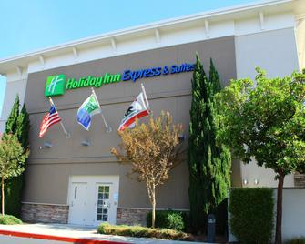Holiday Inn Express & Suites Napa Valley-American Canyon - American Canyon - Building