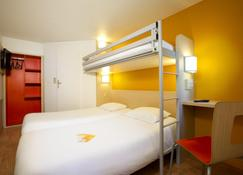 Première Classe Perpignan - Aéroport - Ривальт - Bedroom