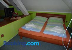 Hotel Paradise - Ostrava - Schlafzimmer