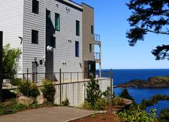 Whale Cove Inn - Depoe Bay - Building