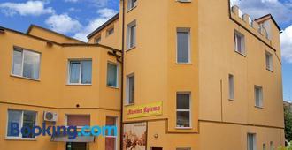 Monte-Kristo Hotel - Kamianets-Podilskyi - Building
