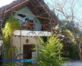 Mustapha's Place - Bwejuu - Building