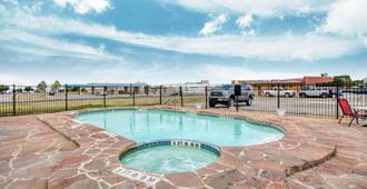 OYO Hotel San Antonio Lackland Air Force Base West - San Antonio - Piscina