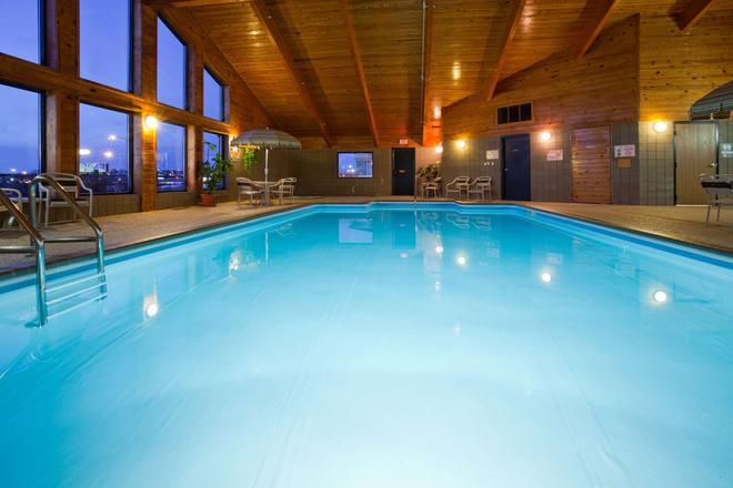 比斯麥阿美瑞辛旅館及套房 - 俾斯麥 - 俾斯麥 - 游泳池