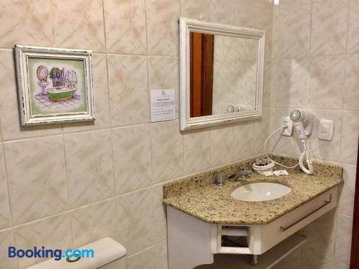 Petit Hotel Provence Gramado Tissiani - Gramado - Banheiro