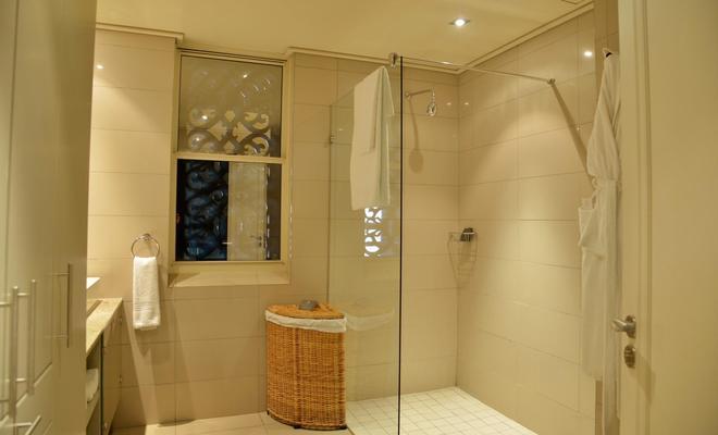 Cape Royale Luxury Suites - Cape Town - Bathroom