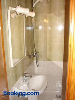 Hostal Talamanca - Ibiza - Bathroom