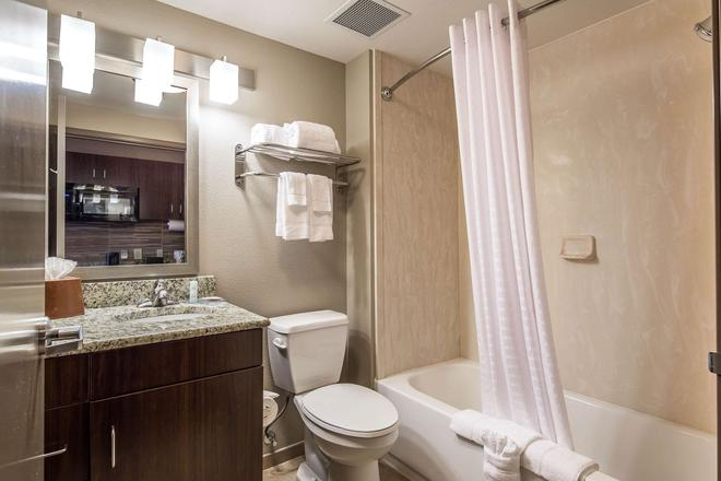 Suburban Extended Stay Hotel - Midland - Bathroom