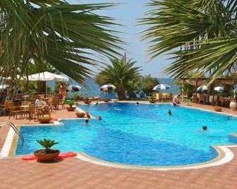 Oasis Hotel - Kyparissia - Bazén