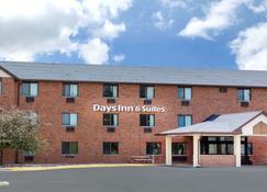 Days Inn & Suites by Wyndham Des Moines Airport - Des Moines - Building