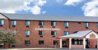 Days Inn & Suites by Wyndham Des Moines Airport - דה מואן