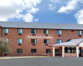 Days Inn & Suites by Wyndham Des Moines Airport - Де-Мойн - Building