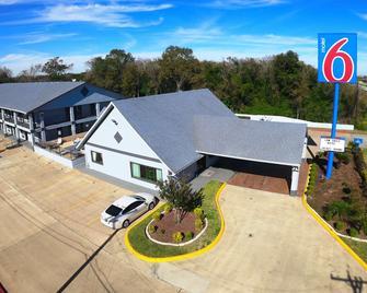 Motel 6 Alvin, TX - Alvin - Gebouw