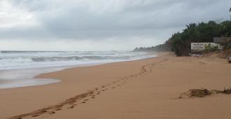 Sea Breeze - Bentota - Playa