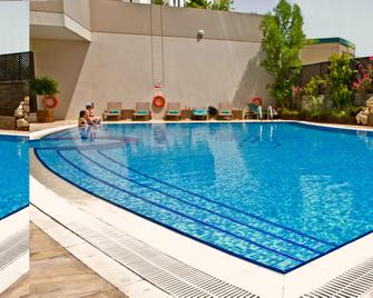 Flora Park Deluxe Hotel Apartments - Dubai - Pool