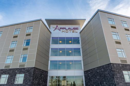 Applause Hotel Calgary Airport - Calgary - Building