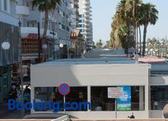 Tuck Inn - Larnaca - Toà nhà