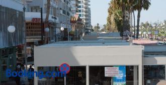 Tuck Inn - Larnaca