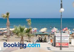 Tuck Inn - Larnaca - Beach