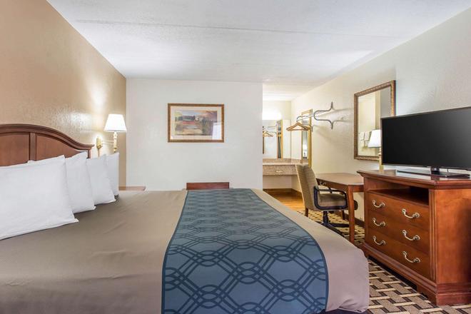 Econo Lodge Midtown - Savannah - Bedroom