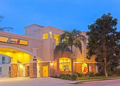 Super 8 By Wyndham Torrance Lax Airport Area - Torrance - Building