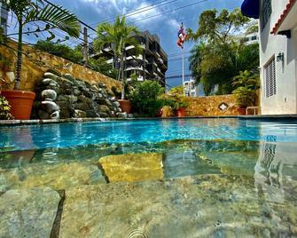 At Wind Chimes Boutique Hotel - San Juan - Svømmebasseng
