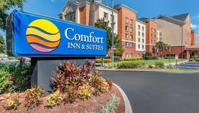 Comfort Inn and Suites near Universal Orlando Resort - Orlando - Edificio