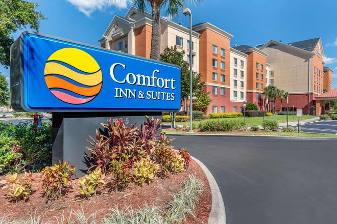 Comfort Inn and Suites near Universal Orlando Resort - Orlando - Building