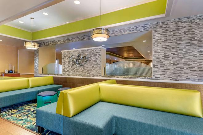 Comfort Inn and Suites near Universal Orlando Resort - Orlando - Lobby