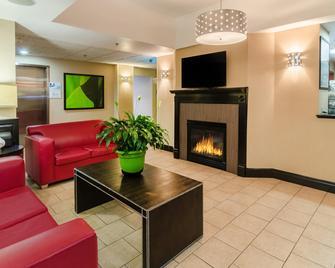 Holiday Inn Express & Suites Vinita - Vinita - Лоббі