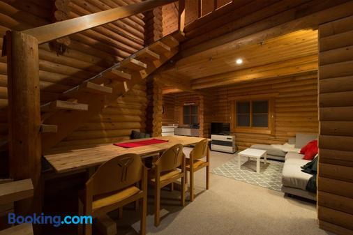 Moiwa Lodge - Hostel - Niseko - Dining room