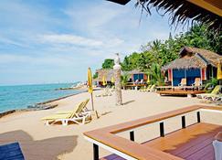 Sunset Village Beach Resort - Sattahip - Strand