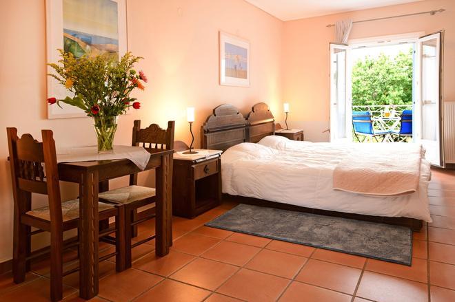 Mira Mare Hotel - Galaxidi - Bedroom