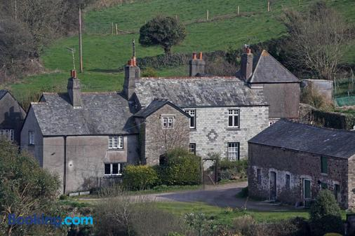 Manor Lodge Guesthouse - Torpoint - Building
