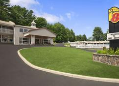 Super 8 by Wyndham Lake George/Downtown - Lake George - Building