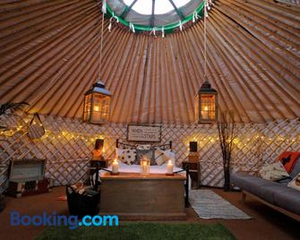 Glamping on the Hill - Radstock - Living room