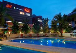 Seri Pacific Hotel Kuala Lumpur - Kuala Lumpur - Pool