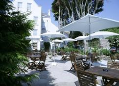 Old Bank House Hotel - Grouville - Patio