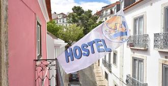 7 Seas Hostel - Lisbon - Outdoors view