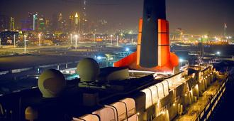 Queen Elizabeth 2 Hotel - Dubai - Outdoor view